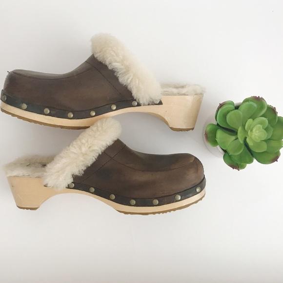 47b03fde48e Ugg Fur Lined Clogs Size 7